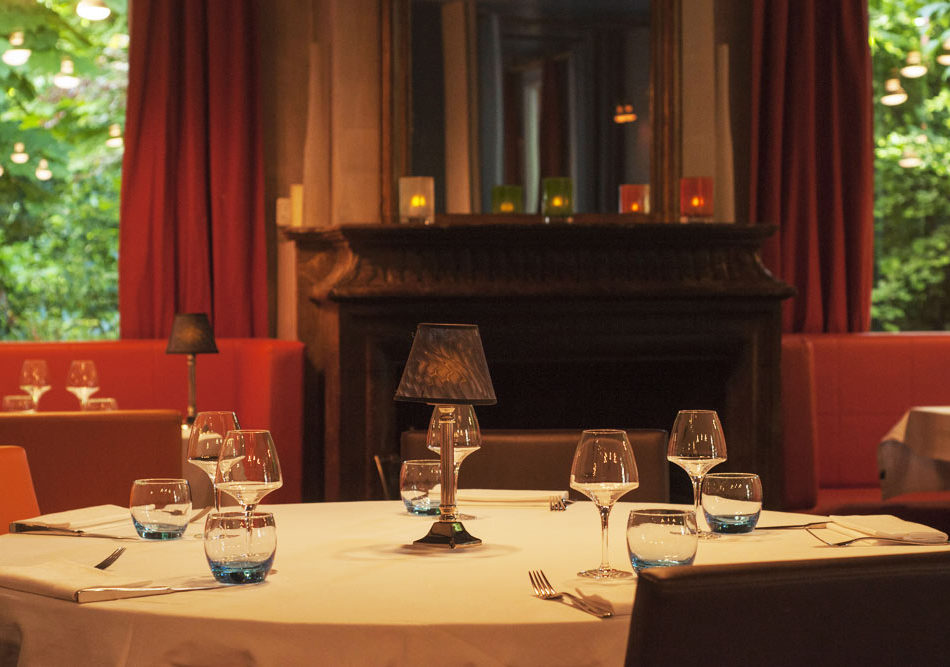 salle-villa-9-trois-restaurant-cheminee